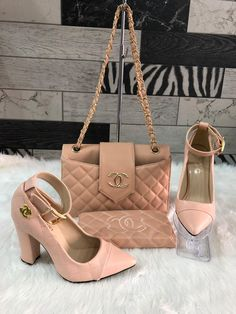 Discovered by Poison Ivy💗. Find images and videos about style, pink and chanel on We Heart It - the app to get lost in what you love. Gucci Handbags Outlet, Chanel Handbags, Purses And Handbags, Louis Vuitton Shoes, Vuitton Bag, Channel Bags Handbags, Channel Shoes, Fashion Bags, Fashion Shoes