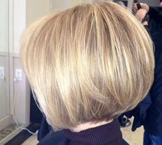Trendy HairStyles Ideas : The Creative Short Bob Haircuts And Layered Hairstyles trendy for Hope they can inspire you and read the article to get the gallery. Bob Haircuts For Women, Bob Hairstyles For Fine Hair, Medium Bob Hairstyles, Short Bob Haircuts, Layered Hairstyles, 80s Hairstyles, Teenage Hairstyles, Short Hair With Layers, Short Hair Cuts