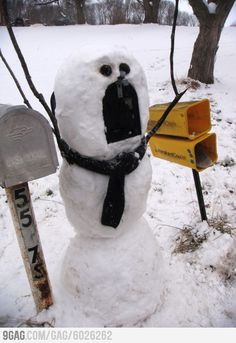 Snowman Mailbox how funny (I love Smosh! Too bad it doesn't snow here. Winter Fun, Winter Christmas, Merry Christmas, Christmas Humor, Christmas Ideas, Christmas Cards, Do It Yourself Baby, Hilarious, Funny Memes