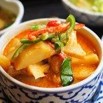 バンタイ - 新宿/タイ料理 [食べログ] Thai Red Curry, Ethnic Recipes, Food, Japan, Gourmet, Essen, Meals, Yemek, Japanese