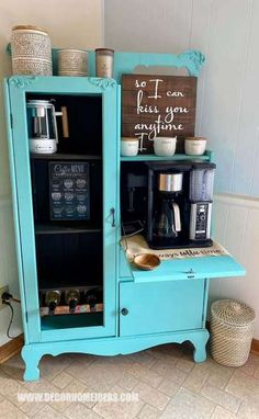 If you are in love with coffee you need to see the best DIY Coffee station ideas that you can easily build at home. Coffee Bar Station, Coffee Station Kitchen, Coffee Bars In Kitchen, Coffee Bar Home, Home Coffee Stations, Coffee Coffee, Coffee Break, Morning Coffee, Tea Station