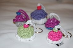 crochet keyring - cupcakes and cakes