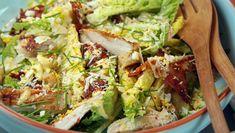 Cæsarsalat Tasty, Yummy Food, Lettuce, Avocado Toast, Food Videos, Bacon, Cooking Recipes, Parmesan, Nutrition