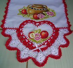 Trilho de mesa - Daiane Garcia Horse Canvas Painting, Crochet Bikini Pattern, Flower Basket, Origami, Crochet Earrings, Barbie, Diy Crafts, Embroidery, Holiday Decor