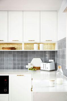 Reno Rumble 2016 Kitchen. Gold Splashback with Grey Mosaic splashback tiles.