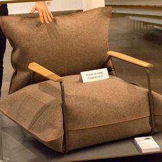 Welna & Powietrze (Wool and Air) by Agata Kulik-Pomorska and Pawel Pomorska is an inflatable armchair designed for the modern nomad to reduce shipping costs.