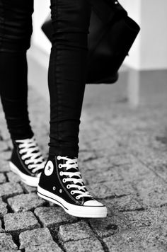 Can never go wrong with converse and skinnys <3 always been my fav with a big comfy sweater