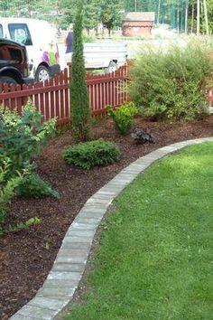 Nedlagt kantstein - her går det bra med gressklipper! Summer Garden, Home And Garden, Malibu Beach House, Fall Planters, Outdoor Spaces, Outdoor Decor, Colorful Plants, Garden Borders, Foliage Plants