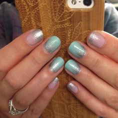 Do you love this Jamberry manicure? I do! Looks like a frosty winter morning, but with glitter! Check out Fade In and Iced! #frosty #nailart