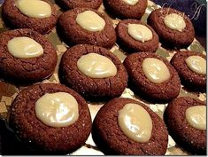 Delicate Chocolate Cookies w/white chocolate cream filling Cookie Desserts, Cookie Bars, Dessert Recipes, Chocolate Cream, Chocolate Cookies, Recipe Images, Some Fun, Biscuit, Cheesecake