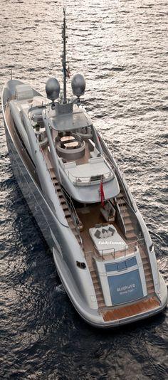 Super Mega Yacht