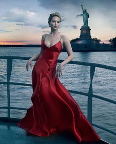 A close look at all four Jennifer Lawrence Vogue Anniversary Covers: by Annie Leibovitz, Bruce Weber, Inez and Vinoodh and artist John Currin. Annie Leibovitz, Vogue Magazine Covers, Vogue Covers, Cover Girl Makeup, Mario Testino, Beautiful Actresses, Nice Dresses, Amazing Dresses, Ball Dresses