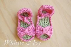 Bitty Bow Baby Sandals- free pattern!
