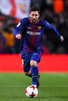 Lionel Messi of FC Barcelona runs with the ball during the Copa del Rey round of 16 second leg match between FC Barcelona and Celta de Vigo at Camp Nou on January 11, 2018 in Barcelona, Spain.