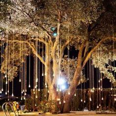 Outdoor weddings www.naogudeco.wordpress.comVelas y luces colgantes
