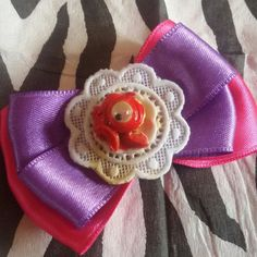 Molletta per capelli #handmade #halloween #pinup #rockabilly #gothic #horror #goth #dark #cupcake #eye #splatter #blood #sangue #blood #bow #hairclip #hair #capelli #pink #violet #victorianage #victorian #kawaii #sweet #cupcakeeye #creepy #zombie