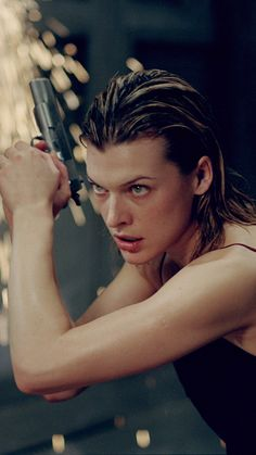 Resident Evil: Extinction, 2007 (d. Resident Evil 3 Remake, Milla Jovovich, Gorgeous Eyes, Beautiful Women, Action Poses, Real Women, Woman Face, Female Characters, American Actress