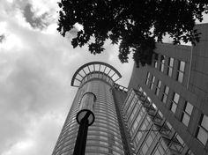 https://www.etsy.com/de/listing/250731492/fotografie-schwarz-weiss-dz-bank?ref=shop_home_active_2