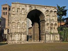 Arco de Xano Este imponente arco de mármore de catro caras estaba probablemente dedicado ó emperador Constantino, s. III d.C. Situado no cruce de camiños no extremo do transitado Forum Boarium, a súa sombra convertiuno en lugar favorito para as discusións de mercaderes e homes de negocios.
