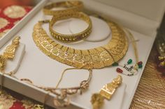 Looking for Gold Bridal Jewelry Set with Green and Red Beads? Browse of latest bridal photos, lehenga & jewelry designs, decor ideas, etc. Gold Bangles Design, Gold Earrings Designs, Gold Jewellery Design, Gold Set Design, Necklace Designs, Gold Bridal Jewellery Sets, Fancy Jewellery, Amrapali Jewellery, Diamond Jewellery