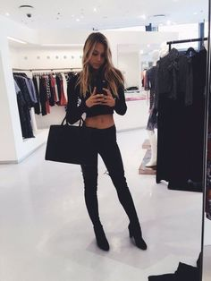 spmqn9-l-610x610--alexis+ren-black-crop+tops-bag-black+bag-handbag-jeans-black+jeans-boots-knee+boots-model.jpg (458×610)