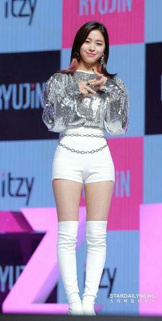 Kpop Girl Groups, Korean Girl Groups, Kpop Girls, Asian Woman, Asian Girl, Ulzzang, Female Reference, New Girl, South Korean Girls