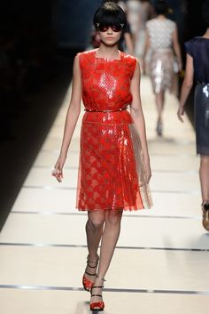 Fendi RTW Spring 2014 // How to hand render sequins- http://www.universityoffashion.com/lessons/rendering-sequins/