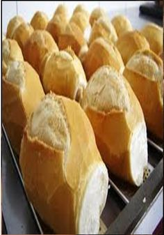 Pão Francês - french bread rolls from Brazil. such a staple, everyone has them for breakfast down there Breakfast Recipes, Snack Recipes, Cooking Recipes, Cooking Ideas, Brazillian Food, Good Food, Yummy Food, Portuguese Recipes, Bread Rolls