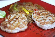 Azjatyckie Burgery z Makaronem Sojowym Eggs, Breakfast, Food, Morning Coffee, Eten, Egg, Meals, Morning Breakfast, Egg As Food