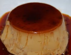 Delicioso flan de café, muy sencillo de realizar. Ingredientes: 2 tazas de café 300 ml. de leche 370 gr. de leche condensada 4 huevos Para el caramelo: 100 gr. de azúcar Preparación: Para hacer el ...