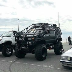 Lol holey hell just a little extra weight. Toyota 4x4, Toyota Trucks, Lifted Chevy Trucks, Pickup Trucks, Toyota Four Runner, Pajero Off Road, Carros Toyota, Nissan Xtrail, Overland Truck