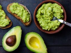 Benefits of Avocado (and 25 Avocado Recipes) There are many health benefits of avocado because of its healthy fats and vitamins. Try these 25 delicious and healthy ways to eat them! Avocado Guacamole, Healthy Breakfast Recipes, Healthy Recipes, Delicious Recipes, Fruit Recipes, Healthy Options, Avocado Health Benefits, Avocado Nutrition, Fat Burning Foods