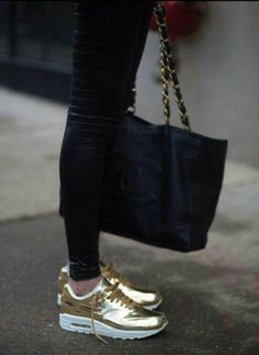 0a51820e46fc The tomboy Nike Air Max mirrored Gold. There is als Basket Femme 2017  Description Wanna feel like an Olympian