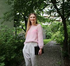 Ravelry: Fluffy pink cloud sweater / Rosa sky-genser pattern by Anna & Heidi Pickles
