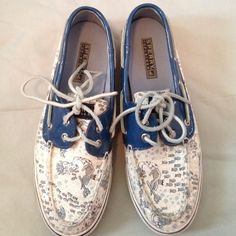 Sperry Top-Sider Nikkolette closet ; these are a pair of Sperry-topsiders in a size 7 1/2 they are in good condition but have wear on bottom of shoe. I do not trade nor use other apps or PayPal I do bundle and take offers though. Sperry Top-Sider Shoes