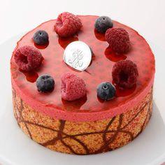母の日にふさわしい、赤く華やかなアイスケーキ。【母の日届け専用】【高島屋オリジナル】フランボワーズ フロマージュ(アイスケーキ)