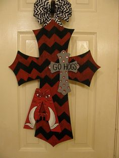 Hey, I found this really awesome Etsy listing at http://www.etsy.com/listing/161281519/chevron-cross-with-arkansas-razorback-a