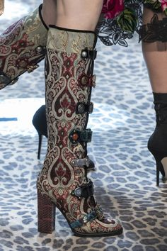 Dolce & Gabbana at Milan Fashion Week Fall 2017 - Details Runway Photos