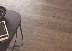 Une imitation parquet plus vraie que nature : le vinyle Tarkett Touch Imitation Parquet, Stool, Nature, Table, Furniture, Home Decor, Home, Naturaleza, Decoration Home