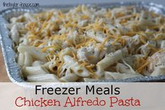 Chicken Alfredo Pasta recipe that you can freeze will get dinner on the table quick tonight! Welcome back to our January Pantry Challenge series! Freezer Meals: Chicken Alfredo Pasta Freezer Meals: Chicken Alfredo Pasta - I would make my own alfredo Meals That Freeze Well, Make Ahead Freezer Meals, Easy Family Meals, Freezer Cooking, Freezer Recipes, Cooking Tips, Chicken Recipes That Freeze Well, Individual Freezer Meals, Batch Cooking