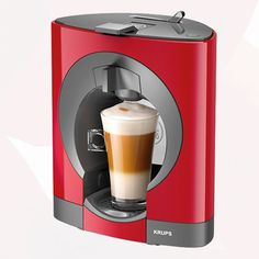 The very slim Nescafe Dolce Gusto Oblo KP 1105 from Krups is the space saving capsule coffee machine designed for the coffee lovers with the Read Latte Macchiato, Chaï Tea Latte, Miele Coffee Machine, Black Rock Coffee, Espresso, Krups Coffee, Nesquik, Bar, Nescafe