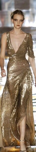 See the entire collection from the Elie Saab Fall 2004 Haute Couture runway show. Couture Fashion, Fashion Show, Fashion Design, Women's Fashion, Gold Fashion, Golden Dress, Elie Saab Couture, Queen, Dream Dress