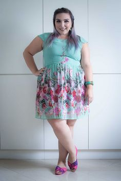 sapato-crocs-com-vestido-plus-size-ju-romano-2