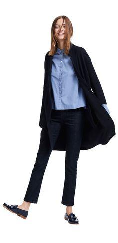 Damen Outfit Hemdblusen-Highlight von OPUS Fashion: blaue Bluse, blaue Strickjacke, blaue Jeans