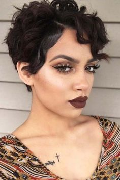 Do you like your wavy hair and do not change it for anything? But it's not always easy to put your curls in value … Need some hairstyle ideas to magnify your wavy hair? Hair Inspo, Hair Inspiration, Curly Hair Styles, Natural Hair Styles, Short Wavy Hair, Pixie Cut Wavy Hair, Pixie Hairstyles, Pretty Face, Hair Hacks