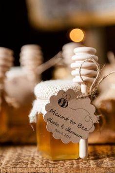 rustic country style honey wedding favors / http://www.deerpearlflowers.com/country-rustic-wedding-ideas/