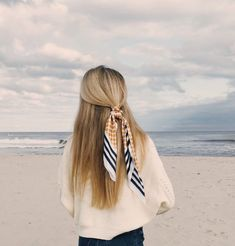 How To Look And Feel More Stylish - Every Day The capsule wardrobe 20 piece essential basics checklist: must-have scarf Braided Hairstyles Updo, Scarf Hairstyles, Trendy Hairstyles, Straight Hairstyles, Black Hairstyles, Cute School Hairstyles, Fringe Hairstyle, Toddler Hairstyles, Hairstyle Ideas