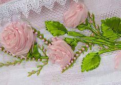Como bordar uma toalha com rosas feitas com fitas