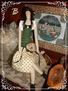 ♥Baú da Vovó♥Atheliê♥BeKa♥: boneca tilda verde  vendida