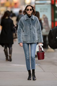 Here you can find Alexa Chung photos, videos and such (photos will be HQ most of the time). You can...